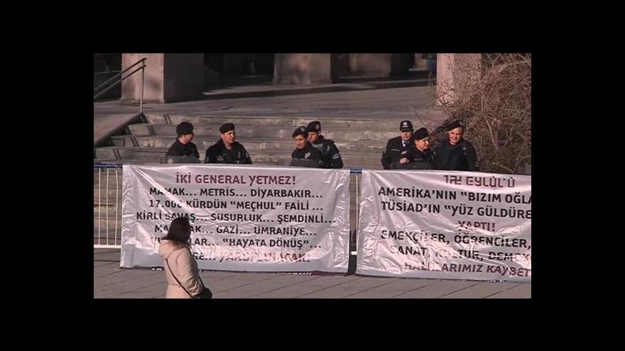 Video Turecko soudí vůdce puče z roku 1980