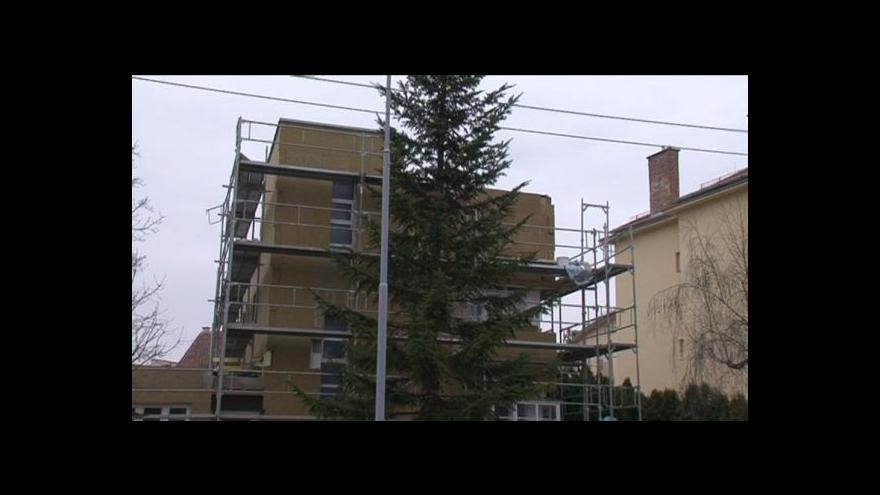 Video Diskuze mezi památkářem a mužem před Haselmannovým domem