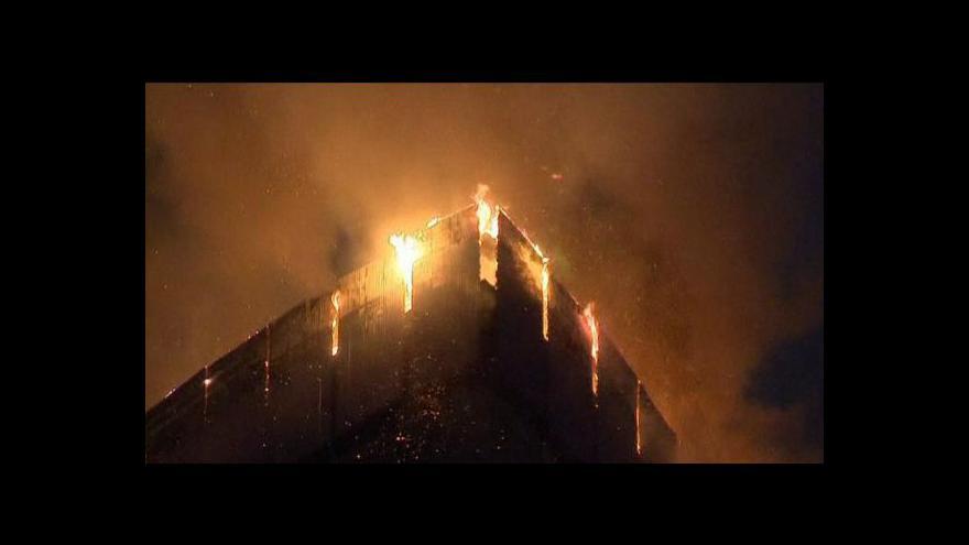 Video Obří plameny rozsvítily oblohu nad Moskvou