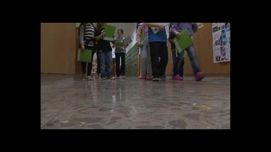 Video NO COMMENT: Noc s Andersenem na ZŠ Sirotkova v Brně