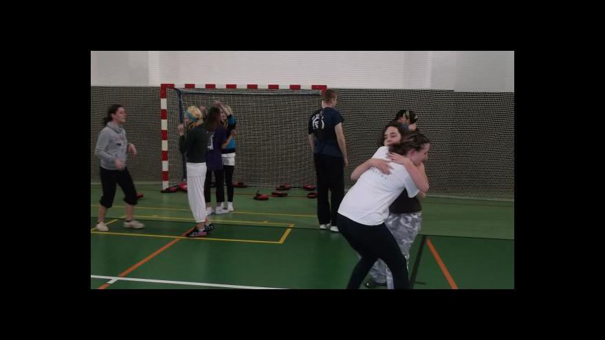 Video Dívky ve škole trénovaly sebeobranu