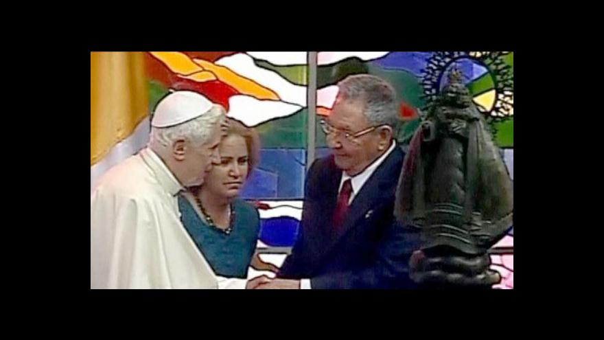 Video Papež se setkal s Raúlem Castrem