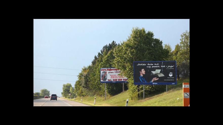 Video Studio ČT24 o problematice billboardů u silnic