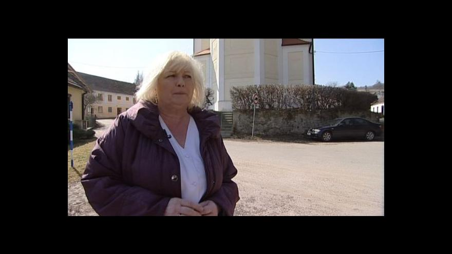 Video Spor faráře s pohřební službou