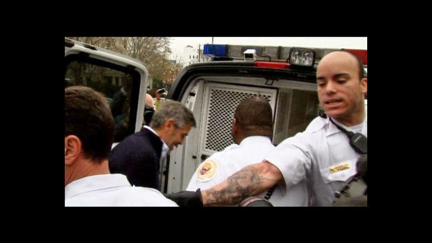 Video Zatčení George Clooneyho