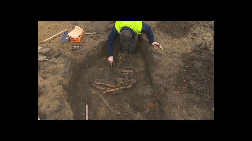 Video Archeologové objevili přes 3000 let starou kostru muže
