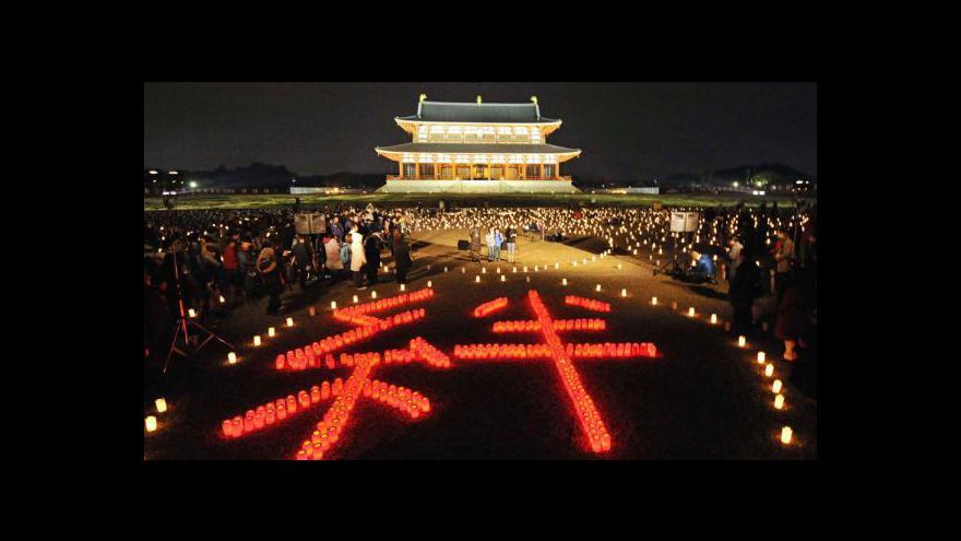 Video Japonci uctili oběti zemětřesení
