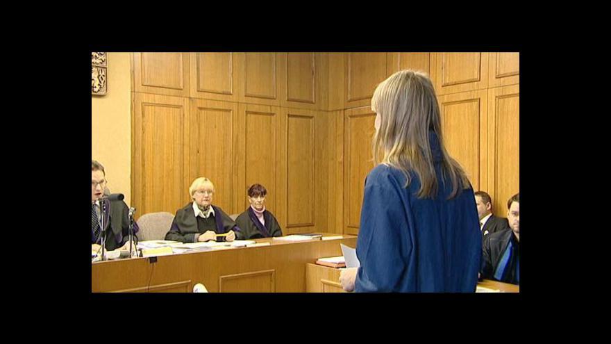 Video U soudu vypovídali Matěj Bárta nebo Karolína Peake