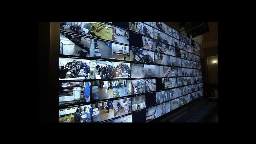 Video Průběh voleb přenášejí desetitisíce webových kamer