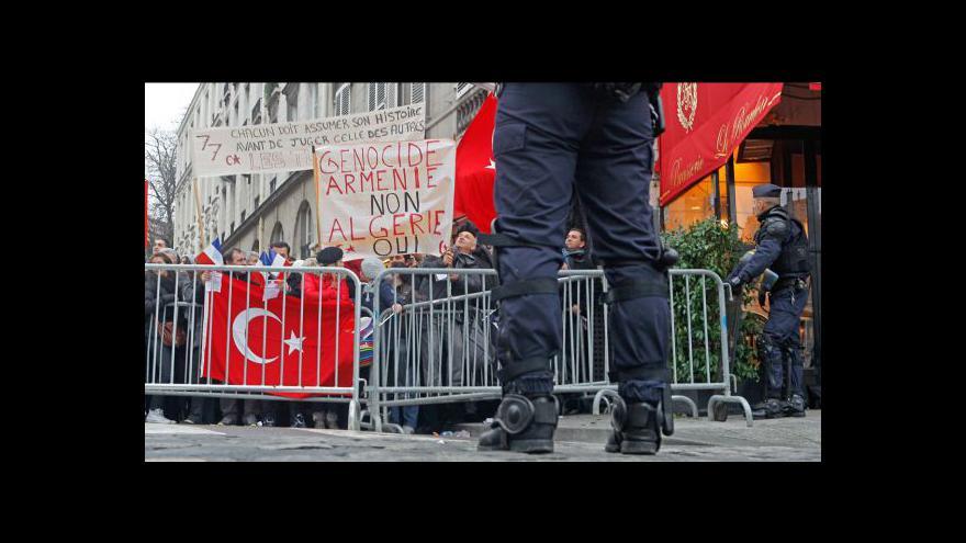 Video Zákon, který trestal popírání genocidy, je protiústavní