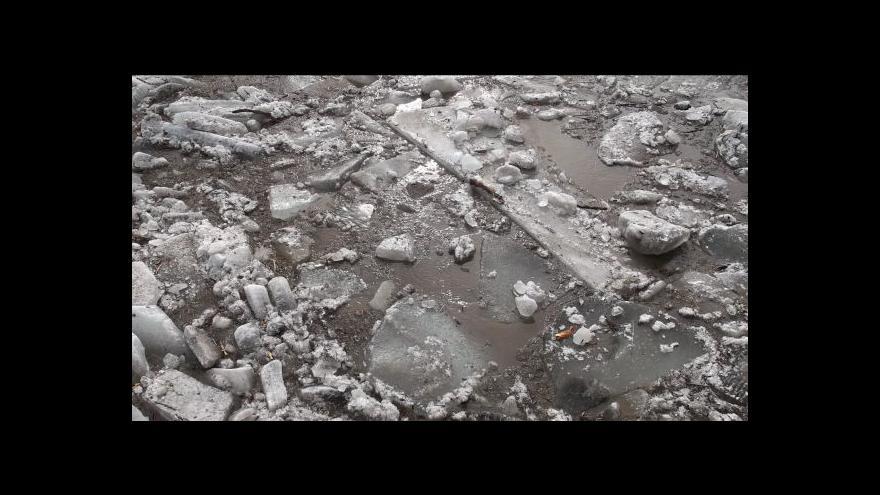 Video No comment: Svratku v Tišnově ucpaly ledové kry