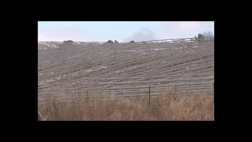 Video NO COMMENT: Okolí Ráječka hyzdí nedostavěné torzo fotovoltaické elektrárny
