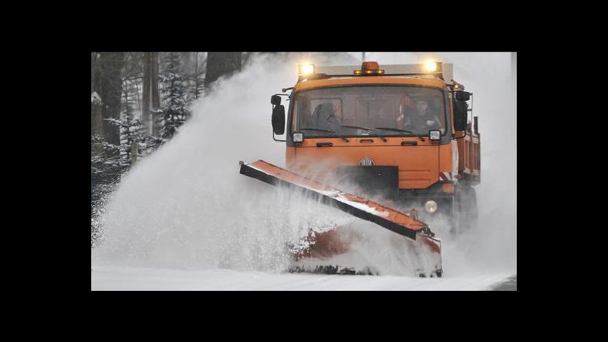 Video Sníh komplikuje dopravu