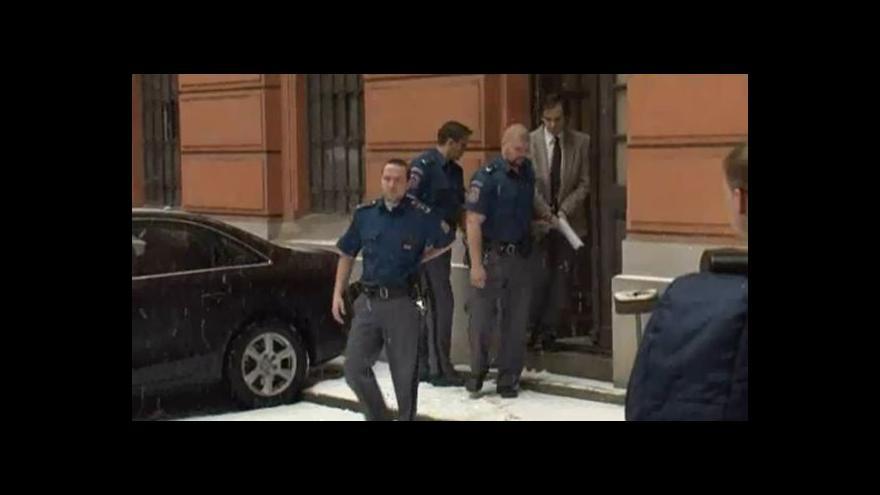 Video Policie přivádí Borise Ingra k soudu