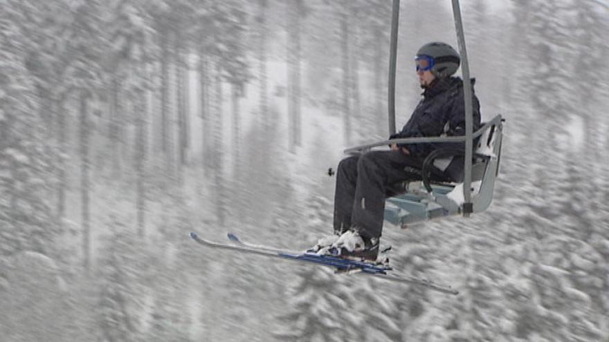 Video Reportáž: Hory jsou bez sněhu, lyže zastoupily koloběžky