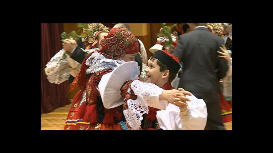 Video NO COMMENT: Krojový ples ve Vlčnově