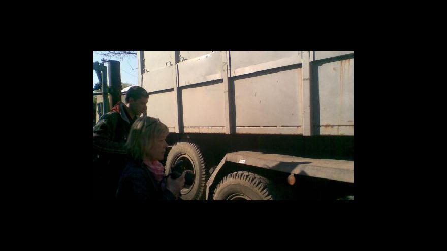 Video NO COMMENT: Veterináři stěhují dobytek z farmy