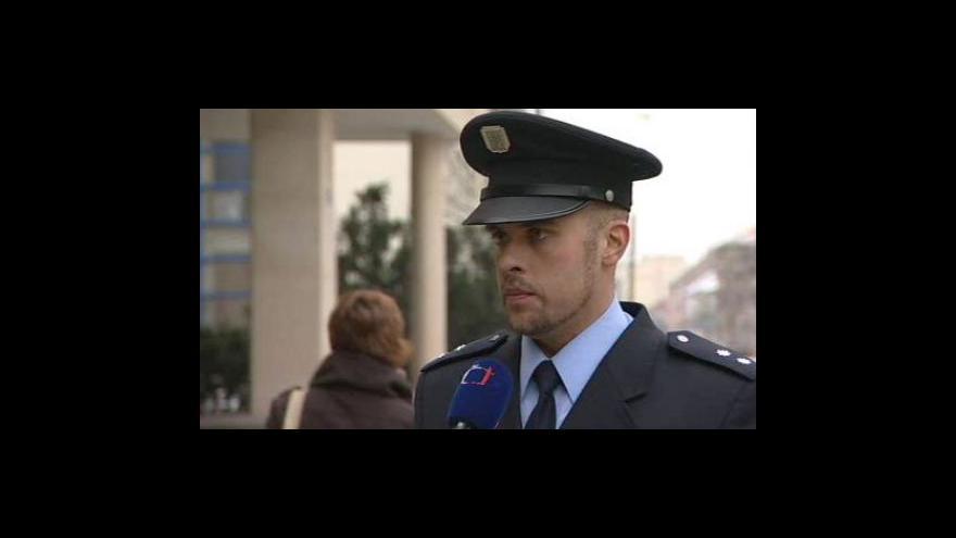 Video Mohla týrání zabránit policie nebo sociální odbor? Poslechněte si jejich vyjádření