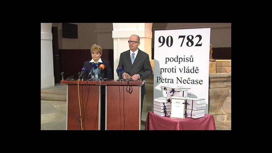 Video Brífink ČSSD o petici proti vládě