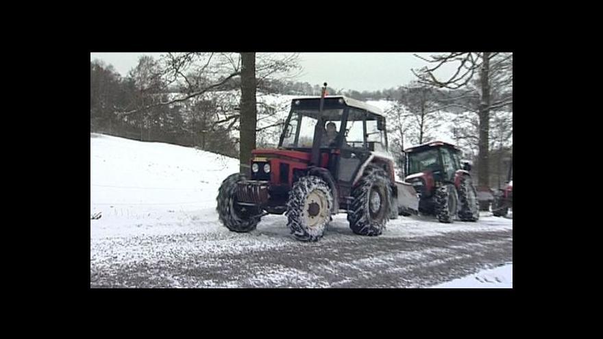 Video Sníh na silnicích přispěl k mnoha nehodám