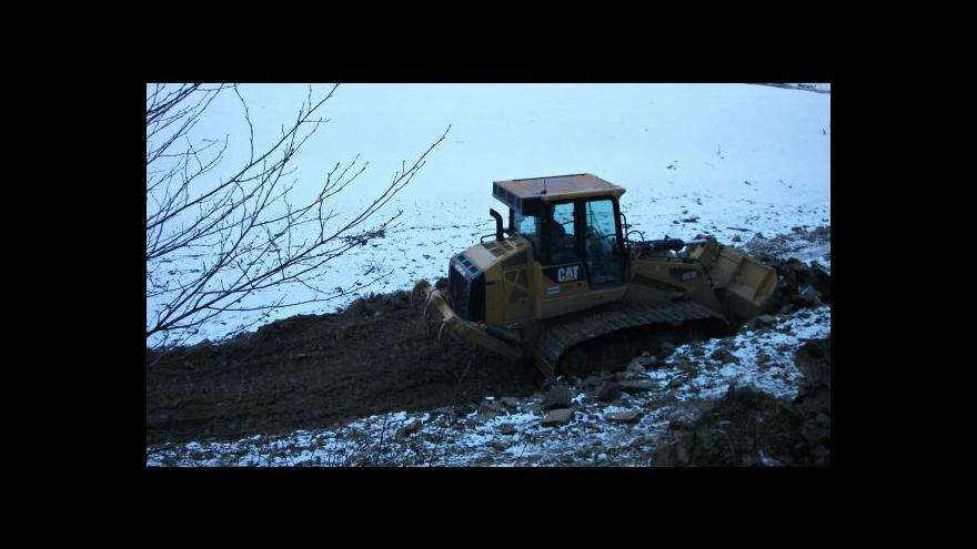 Video NO COMMENT: Bagrování dna přehrady začalo