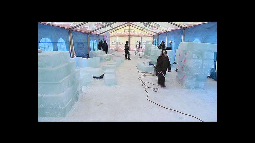 Video NO COMMENT: Příprava ledových soch