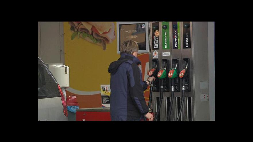 Video Silný dolar šroubuje ceny pohonných hmot