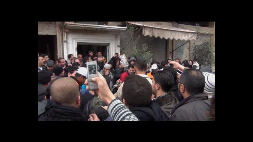 Video V Sýrii zahynul první novinář