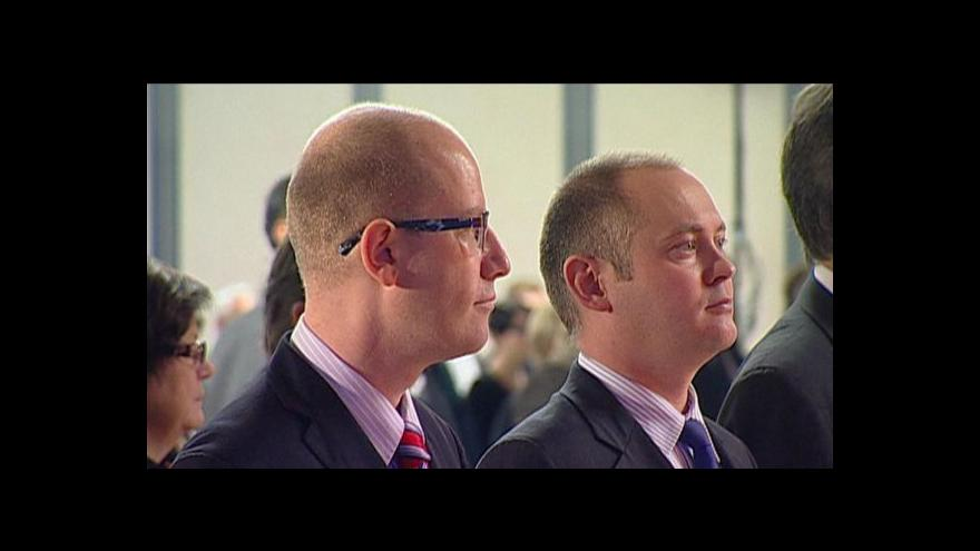 Video Senátoři projednají financování stran