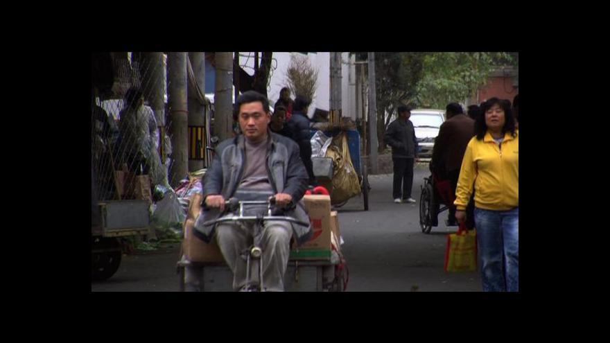 Video Číně klesá obchodní přebytek