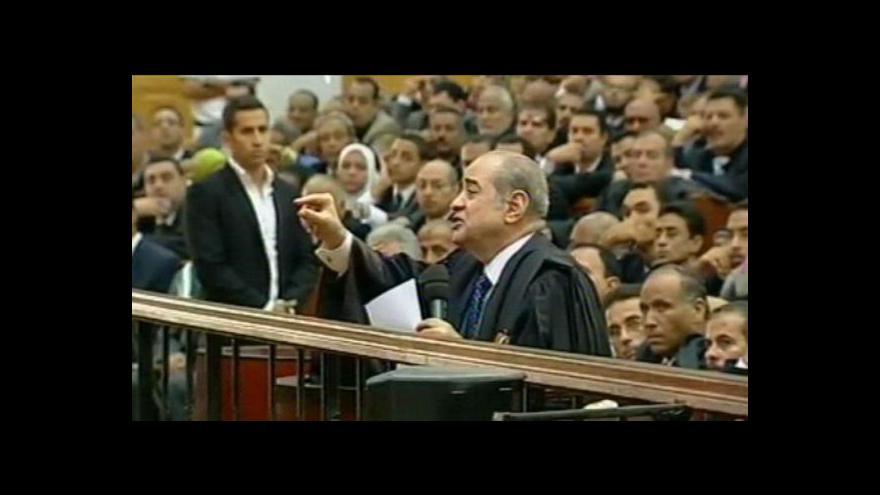 Video Pokračuje proces s Mubarakem