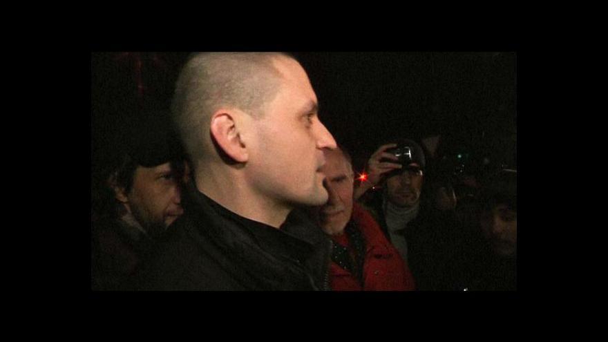Video Opozičník Udalcov opustil vězení
