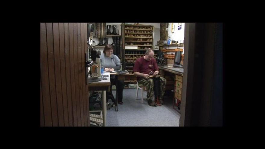 Video Jak se u manželů Hejdových vyrábí holínky