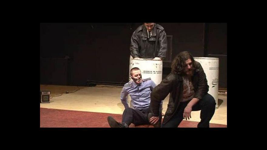 Video NO COMMENT: Ukázka z inscenace Fikce Brno