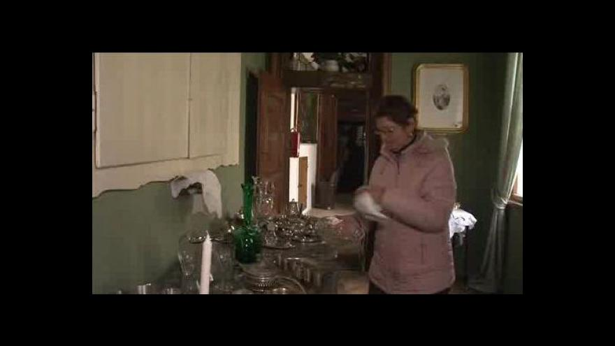 Video NO COMMENT: Zimní úklid na zámku v Miloticích