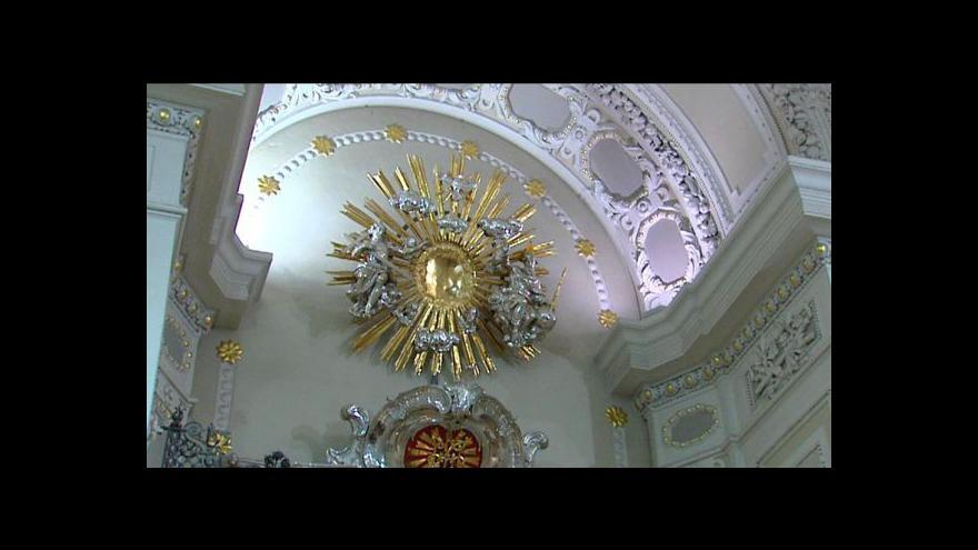 Video Vláda opět odložila vyrovnání s církvemi