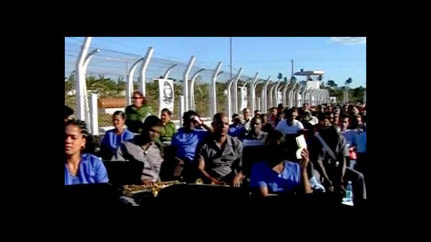 Video Kubánské věznice opustili první vězni