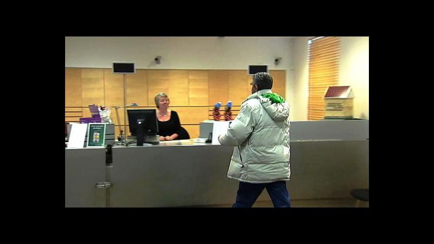 Video Banky omezí na Silvestra provoz poboček