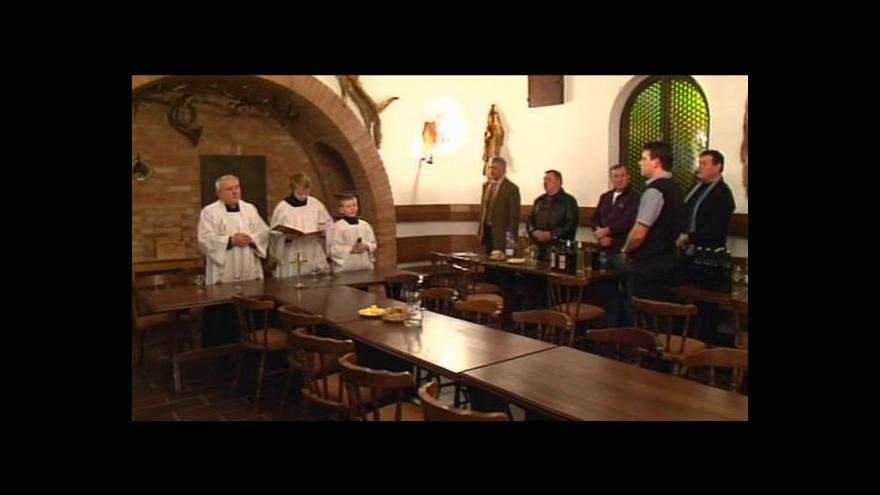 Video NO COMMENT: Žehnání vína ve Velkých Bílovicích