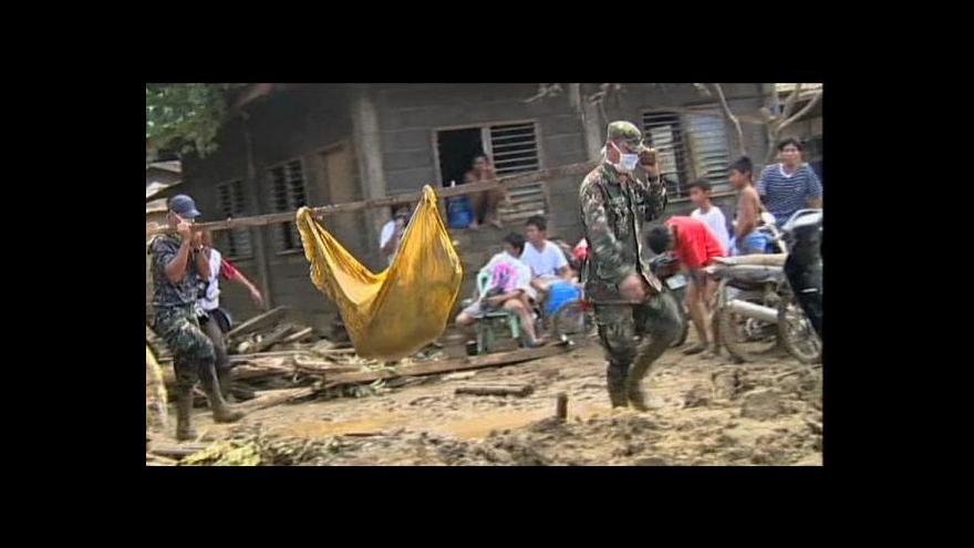 Video Kvůli obavám z infekce končí v hromadných hrobech stovky obětí