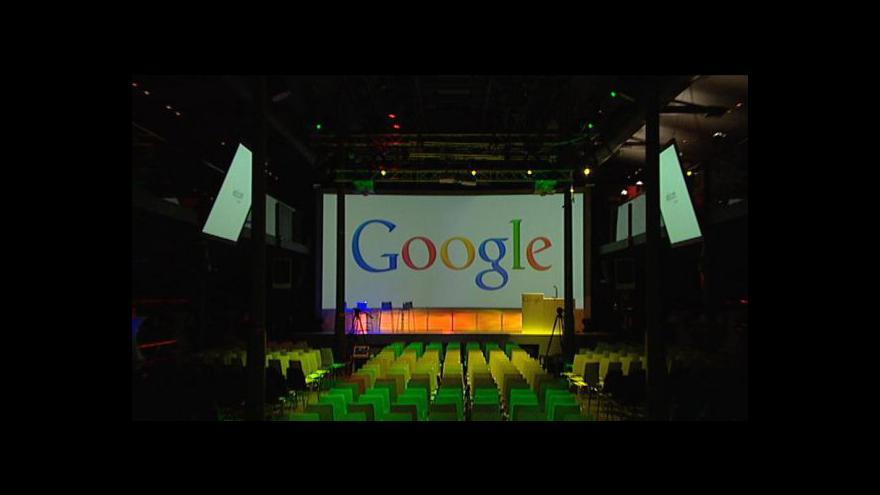 Video Auto od Googlu řídí samo