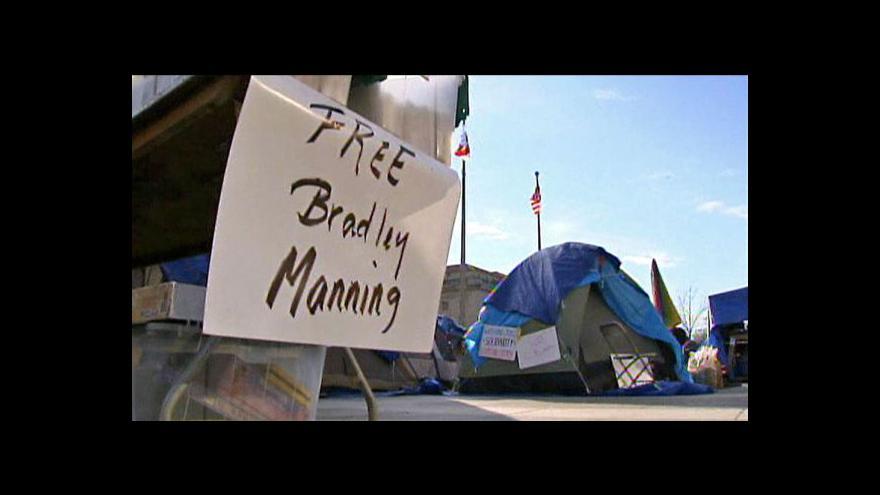 Video Začíná líčení s vojínem Manningem