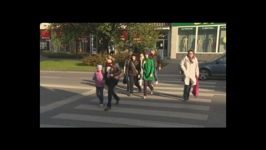 Video NO COMMENT: Sražená dívka na přechodu