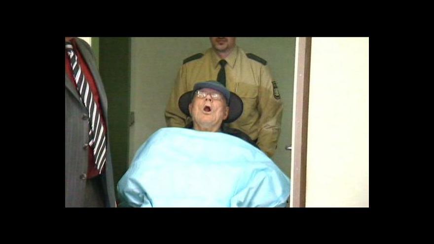 Video Člen SS Boere nastoupil do vězení