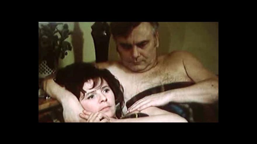 Video Slavná postelová scéna Anny a Karla