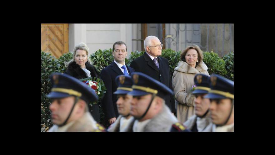 Video Oficiální přivítání ruského prezidenta na Pražském hradě