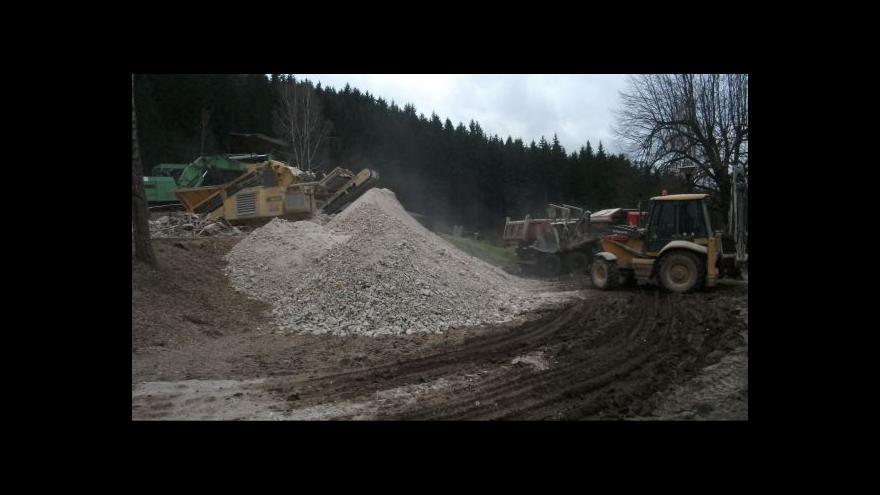 Video NO COMMENT: Demolice bývalého rekreačního areálu Žalov