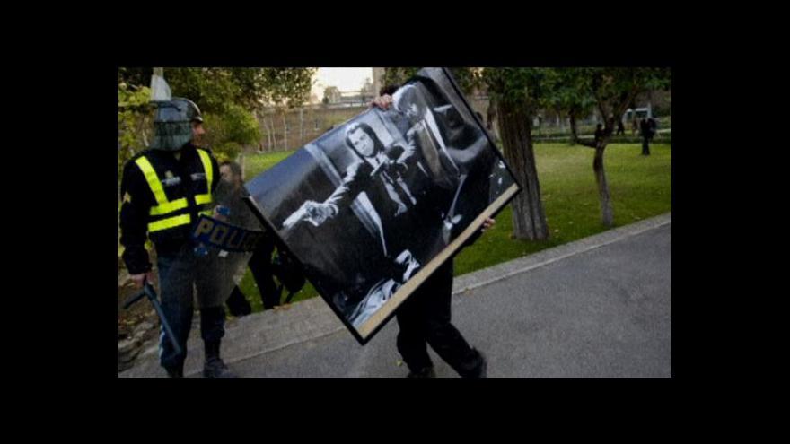 Video V Teheránu vydrancovali britskou ambasádu