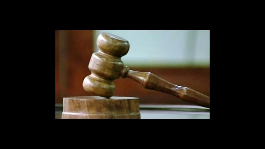 Video Brutální napadení u soudu
