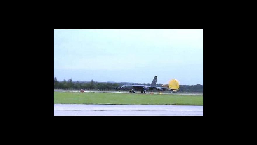 Video Přistání B-52 v Ostravě